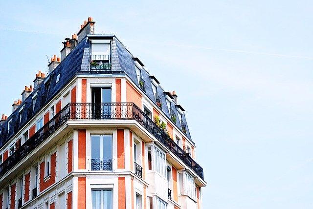 czym osłonić balkon